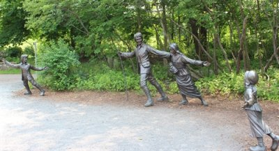 A heart-warming sculpture of an acadian family.