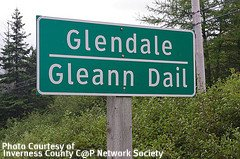 Signs in Gaelic & English on the Ceilidh Trail
